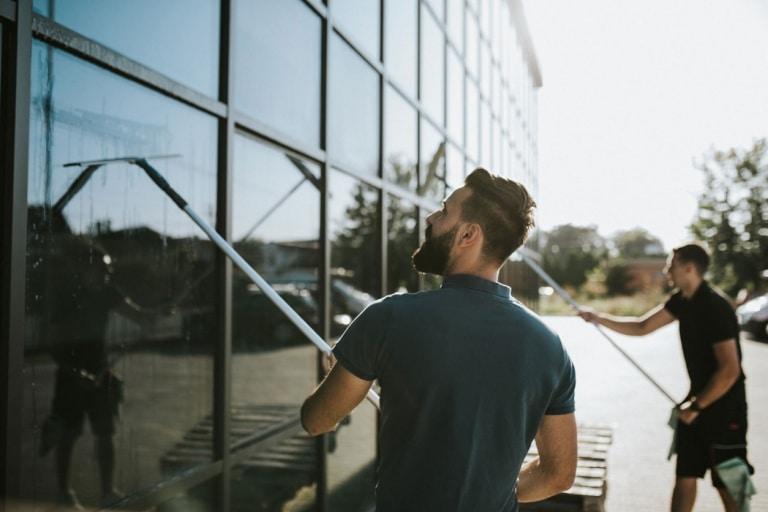 Glasflächen und Fassadenreinigung