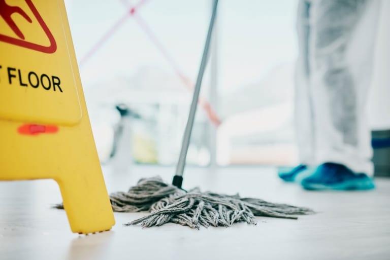 Nassreinigung von Böden und Teppichen